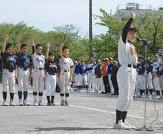 選手宣誓を行うオール上郷の遠藤主将