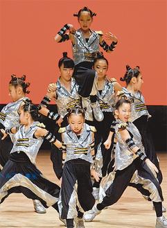 全国大会で演技を披露する「NEXT Jr.」(写真提供・スタジオHANA)