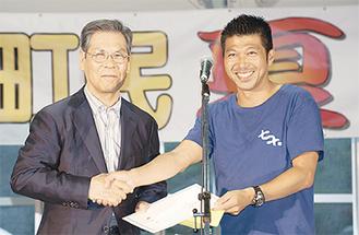 渡邊善夫七ヶ浜町長(左)と中里代表
