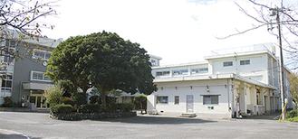 2つの教室を「多目的室」として市民に開放している第一小学校(由比ガ浜)。市の公共施設再編計画では地域の拠点校で「複合化」を進めるとしている
