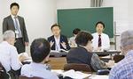 説明会で市民の質問に答える松尾市長ら