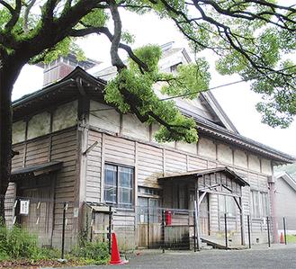 建設から80年以上が経過した御成小旧講堂