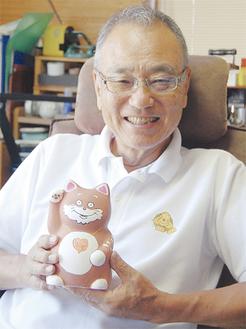 本紙「サン・サン家族」でもおなじみ小山さんは立体作品も展示