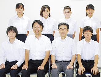 写真上段右から小林さん、清水さん、滝沢さん、福山さん、下段右から田村さん、安良岡教育長、松尾崇市長、小島さん