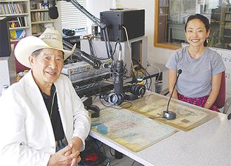 収録に臨む大塚さん(左)と永冨さん