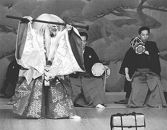 「恋重荷」を演じる金春安明氏。能楽界を代表する出演陣が毎年魅力となっている