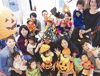 参加を呼びかける船山さん(前列右から2人目)ら実行委員会のメンバーたち