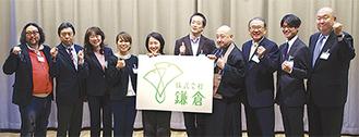 久保田社長(右端)らが会見を行った