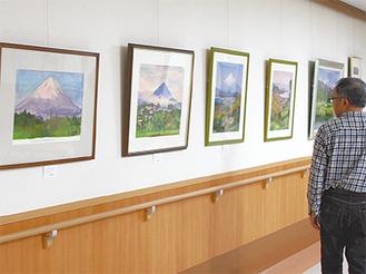 富士山や市内などの風景画や花モチーフの作品28点を展示
