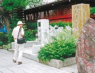 石碑はきらら鎌倉横にある