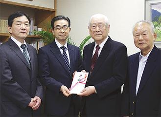 左から岡嶋校長、安良岡教育長、柏木会長、横山副会長