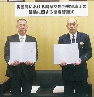 松谷代表取締役(左)と山口署長