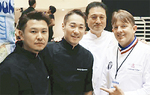 コンテスト出場中の田中さん(左端)