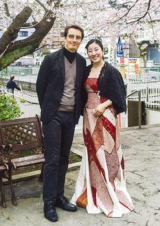 水谷川さんと夫のマークさん