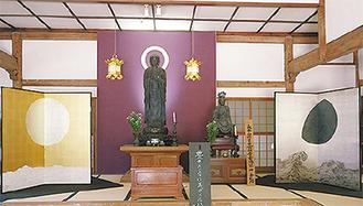 伝統的建造物で作品を展示