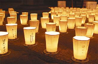 復興への願いが込められた万灯約1千基が境内を彩った