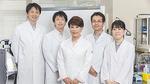 開発者の医大客員教授山口葉子さん(中央)と研究チーム
