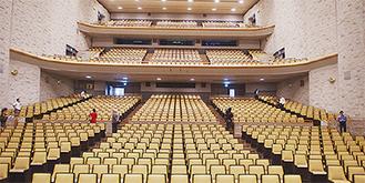 椅子カバーを張り替えた大ホール