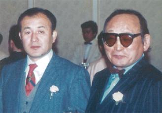 1986年、プロボクシング表彰式にて玄さん(右)と私