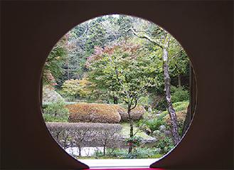 北条時頼の廟所明月院の円窓