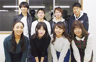 式典前最後の会合に集まった実行委のメンバーたち
