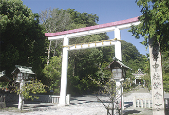 毎年薪能の舞台となる鎌倉宮