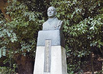 称名寺北条実時銅像
