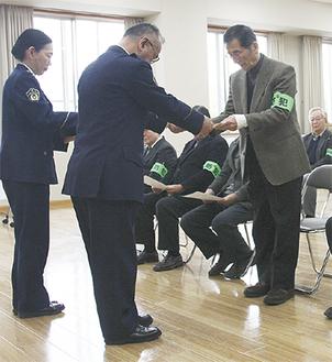 委嘱式に出席した、だまされた振り作戦の県民捜査官たち