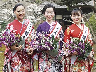 ミス鎌倉に選ばれた(左から)コーリアさん、梅田さん、田中さん