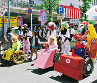 車いすユーザーが仮装パレード