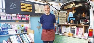江ノ電長谷駅から長谷寺方面へ徒歩1分の場所でコーヒースタンドを営む(木曜定休)