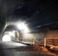 岩瀬隧道で土砂が崩落