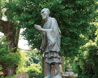 光触寺にある一遍上人像