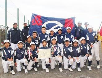 12月8日に横浜市内で行われた後期新人戦で初優勝に輝いた大船フレンズのメンバーたち