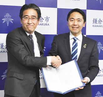 松尾市長(右)と永田執行役員