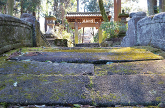 趣ある社寺の石