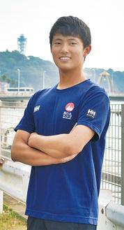 藤沢市在住。小2から競技を始め、江の島の海で練習に励む。通学にも使う江ノ電のラッピング車両など「地元でセーリングや日本代表をPRする取り組みが行われていて嬉しい」と話す。