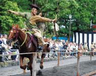 現代の鎌倉武士に歓声