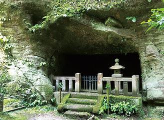 東慶寺・用堂尼の墓があるやぐら