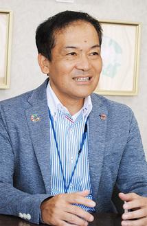 広島市出身で鎌倉には1993年から住み暴走族対策指導員としても活動した