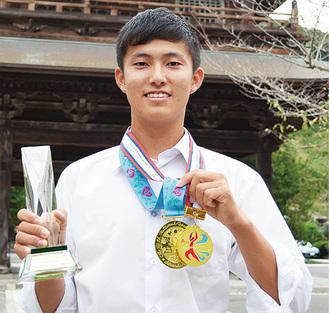 藤沢市在住。小2から競技を始め、昨年レーザーラジアル級に転向。休日は江の島の海で練習に励む。ユース国内ランク1位。ユース日本代表として世界選手権にも出場。