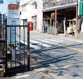 「上岩瀬」停留所と横断歩道