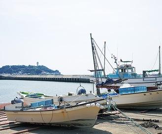 「船祝い」が行われる腰越漁港