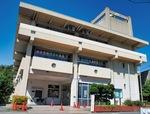 1970年完成の玉縄青少年会館。市は同施設の「2020年度中の廃止」を盛り込んだ条例案を昨年9月の市議会に提出したが住民・利用者の反発を受けて市長が議案の撤回を表明。議会は撤回を否決したうえで議案そのものも否決した。