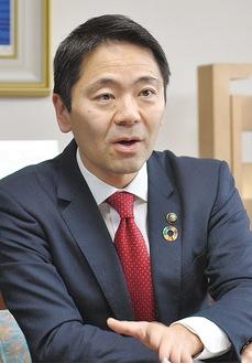 質問に答える松尾市長