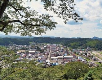 茂木城跡から市街地を望む景色