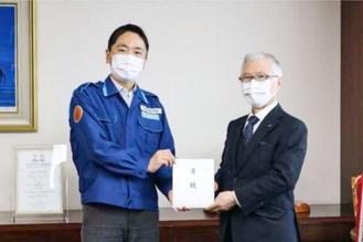 松尾市長(左)と吉田宮司(鎌倉市提供)