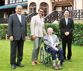 左から大森会長、中井さん、山内さん、松尾市長=16日の設立式で
