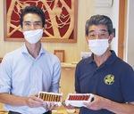 月野代表(左)と鎌倉彫職人の永井さん