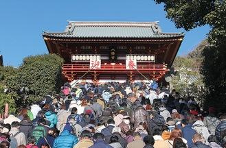 例年の初詣の様子(鶴岡八幡宮提供)